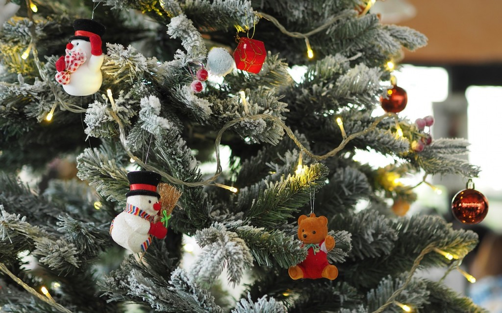A Random November Babble. A close up of a Christmas tree and decorations of snow men and teddy bears.