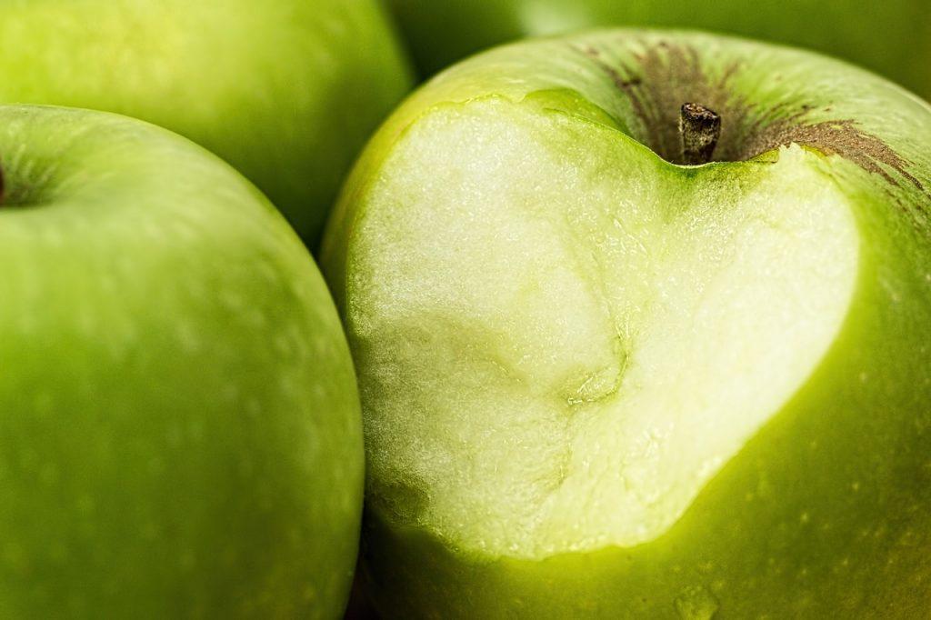 The Dirty Dozen: 12 Fruits & Veggies to Avoid.