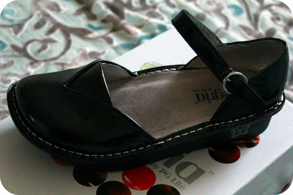A black shoe that shows a great insole. Alegria Shoes- Review!