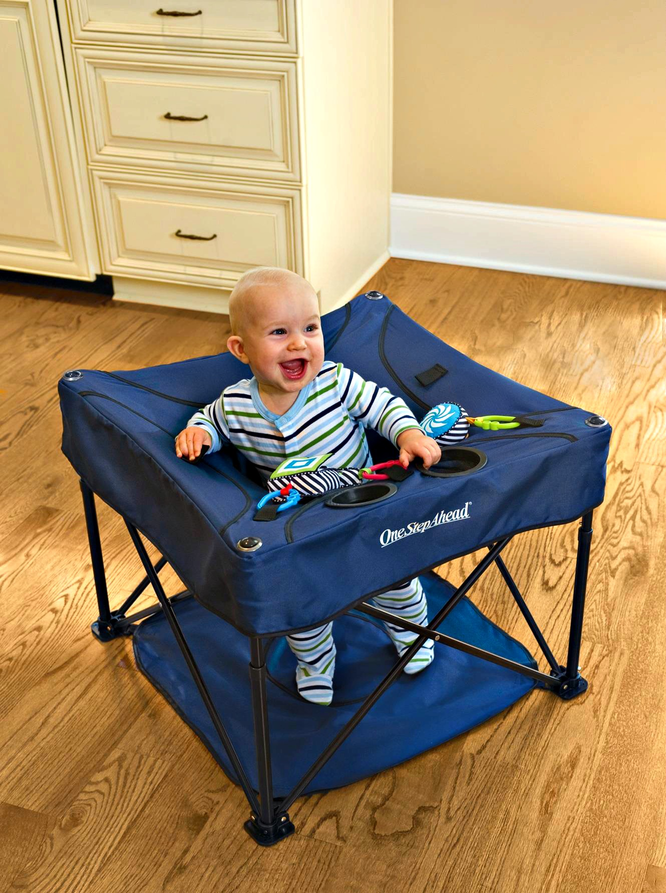 Baby Gift Guide Event: One Step Ahead, KidCo Go-Pod Portable Activity Center! #babygifts
