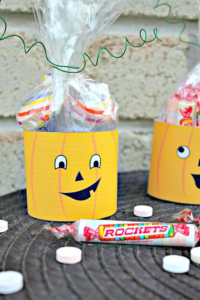 Jack O' Lantern Rockets candy craft.