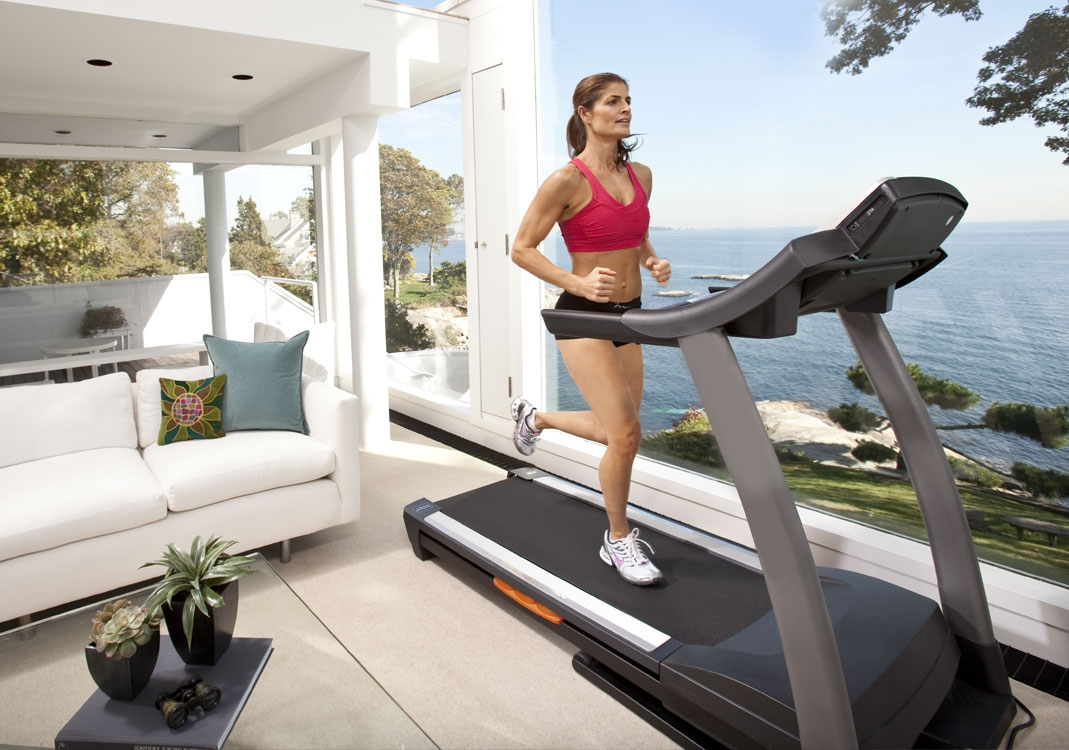 Going to The Gym Versus Home Training. #fitness