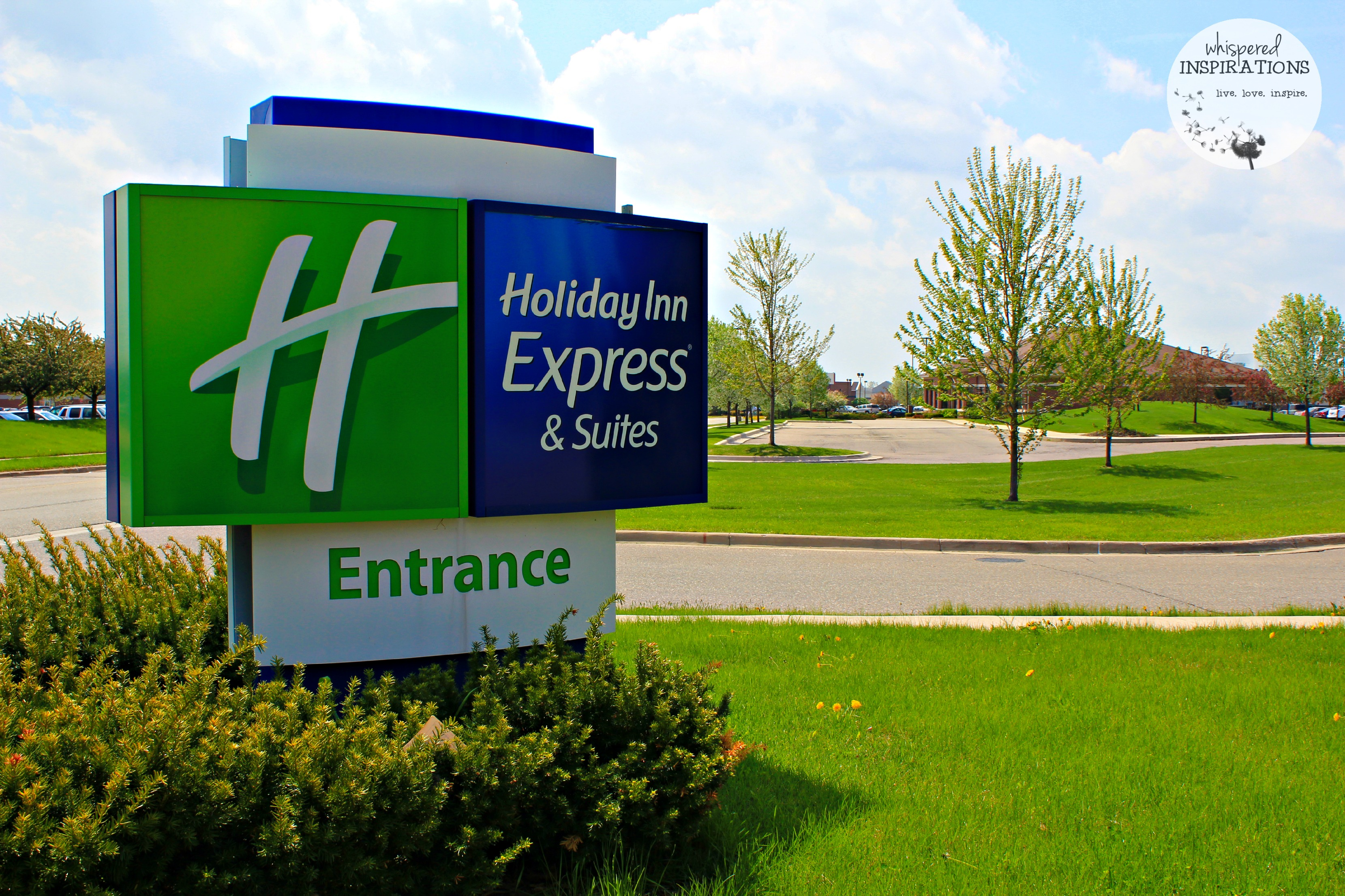 Holiday Inn Express Utica: Clean, Convenient, Spacious and PERFECT for a Staycation or Business Traveler! #travel