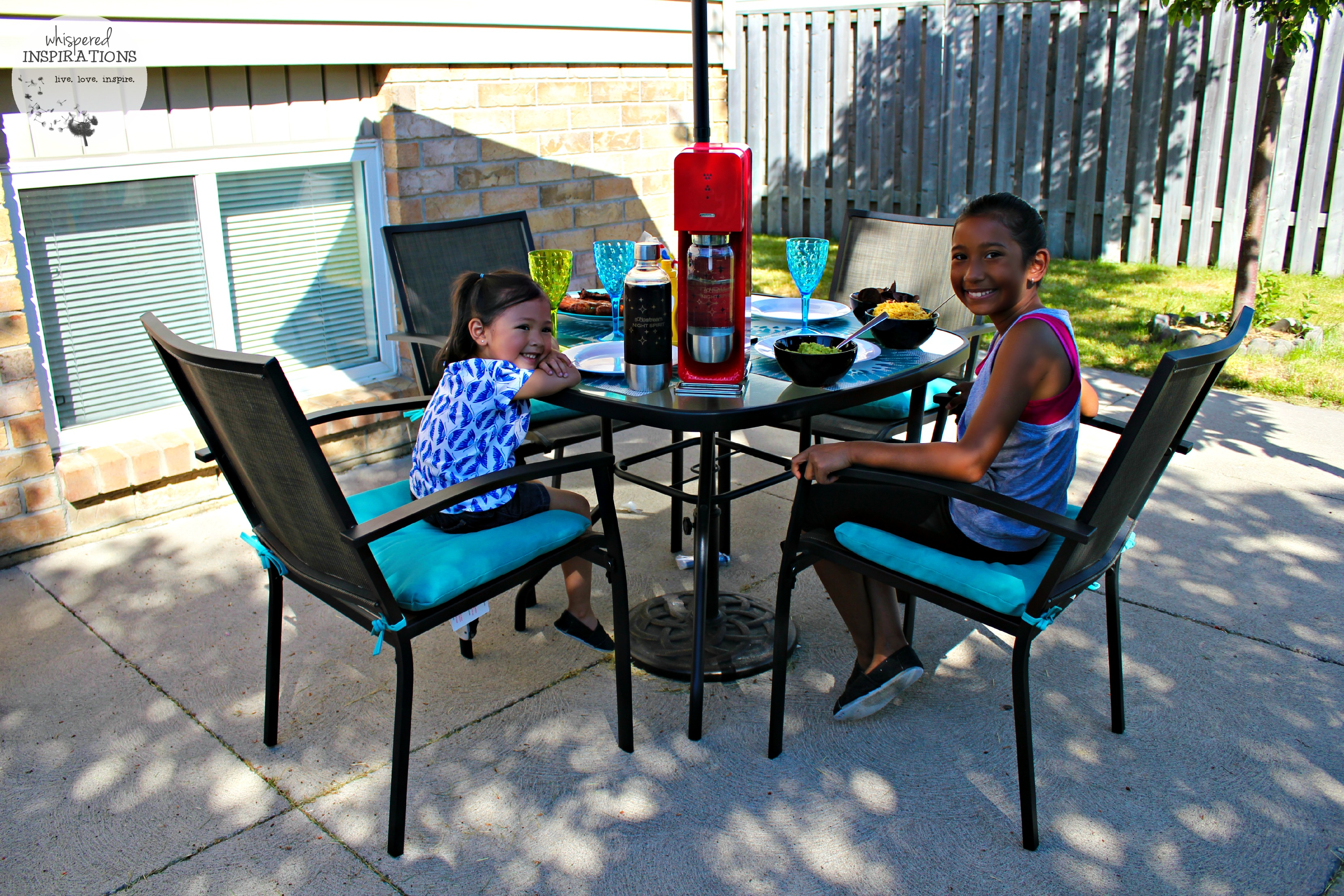 Entertaining with SodaStream: Helping My Family Take the Party Outdoors! #BubblesMyWay