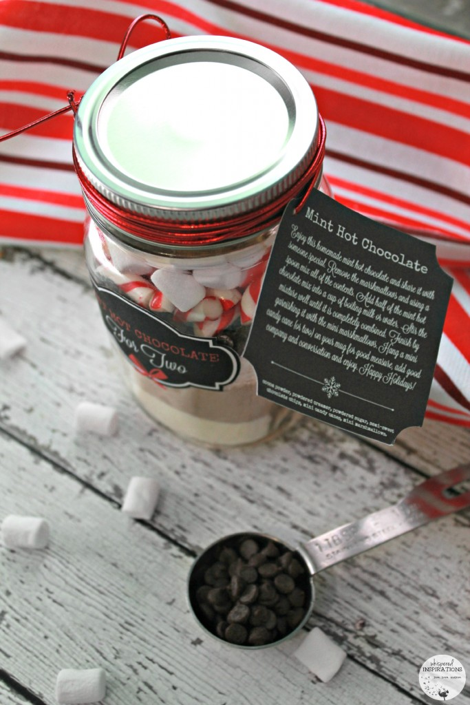 The label for Mint Hot Chocolate attached to the lid of the mason jar hot chocolate gift.