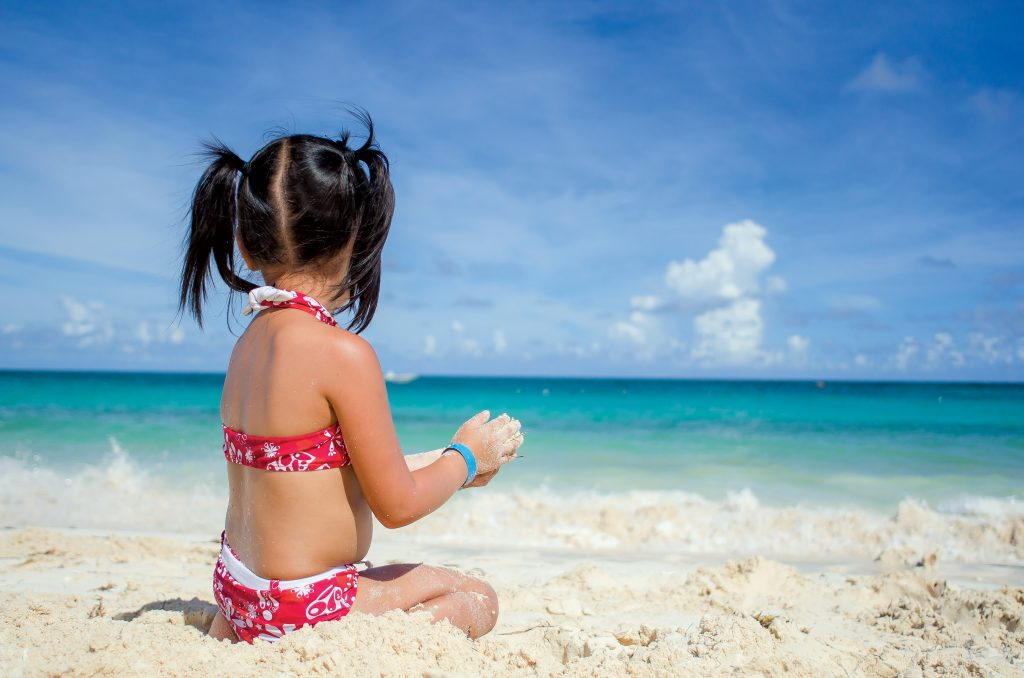 How to Pack for a Family Vacation + FREE Beach Vacation Checklist!