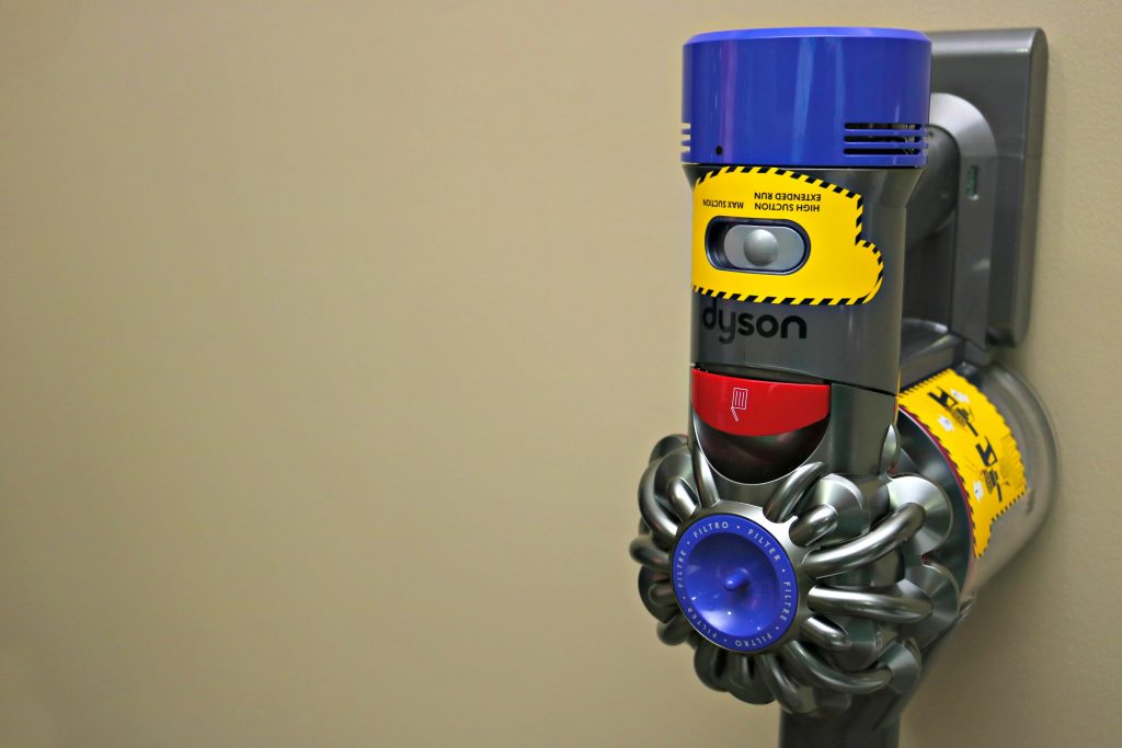 Close up of the to of the Dyson V8 Absolute.