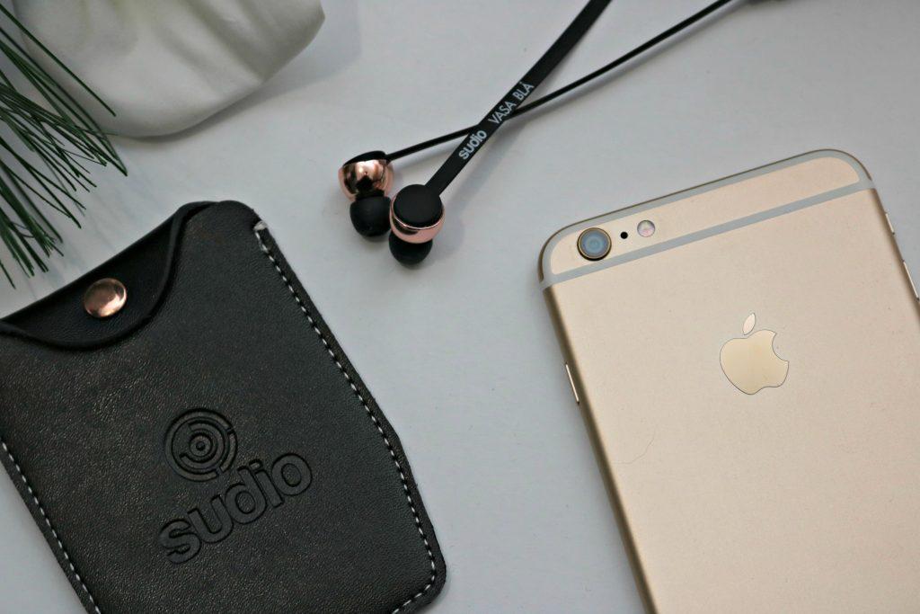 Enjoy Wireless Freedom with Stylish Vasa BLÅ Headphones from Sudio Sweden! #tech