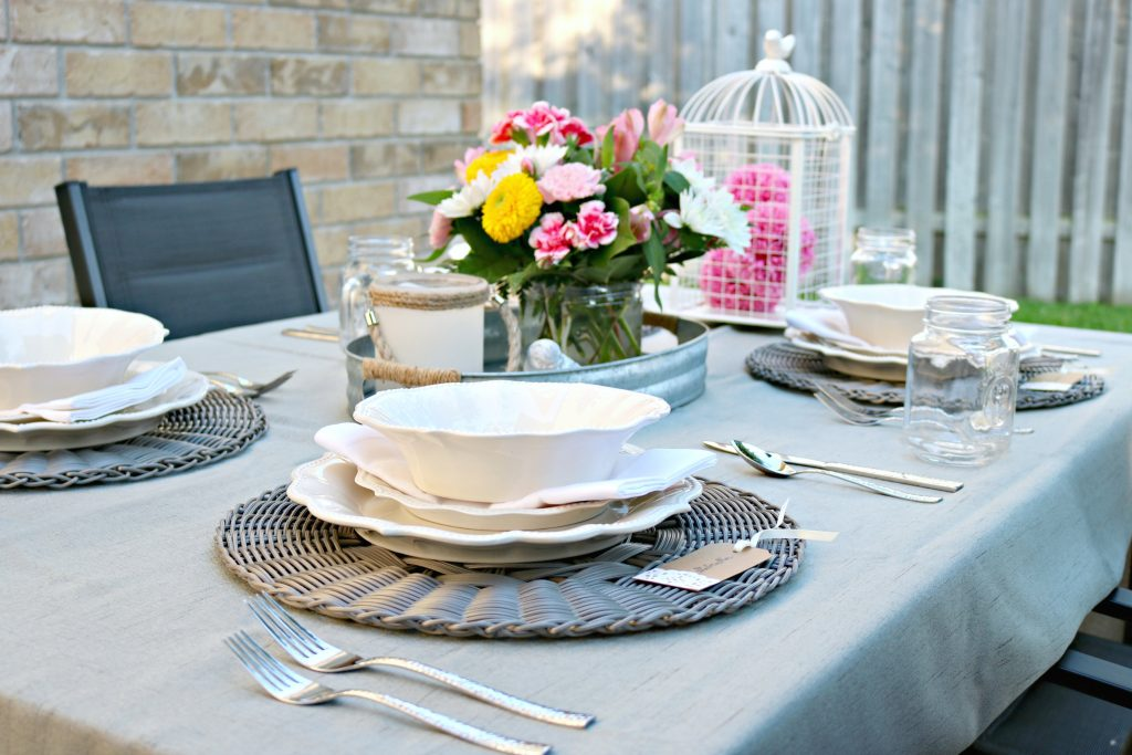 Dine Al Fresco With This Shabby Chic Farm Style Table Setting