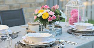 Dine Al Fresco with this Shabby Chic Farm Style Table Setting! #AlFrescoAtLast