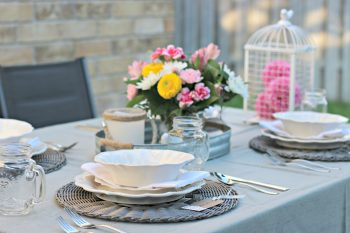 Dine Al Fresco with this Shabby Chic Farm Style Table Setting! #AlFrescoAtLast