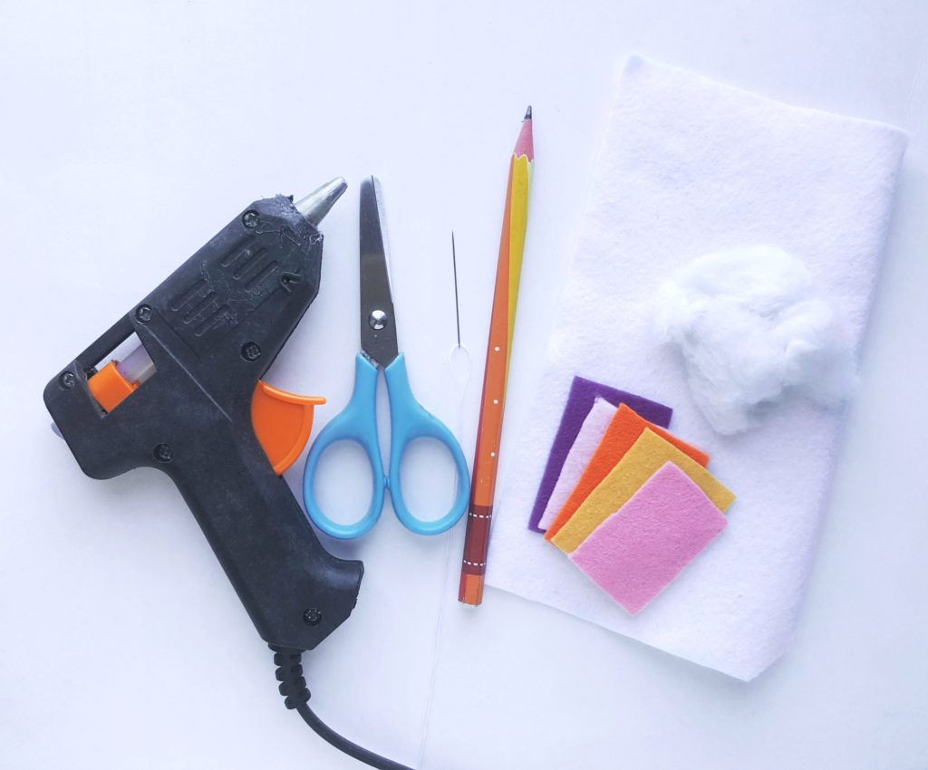 The supplies needed to make the felt unicorn ornament.