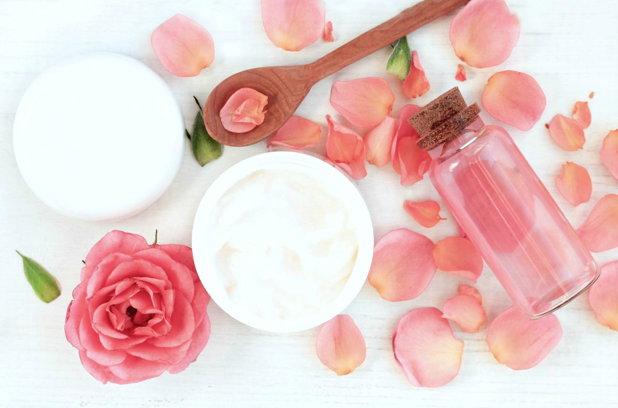 Coconut oil, rose hip, roses and rose petals.