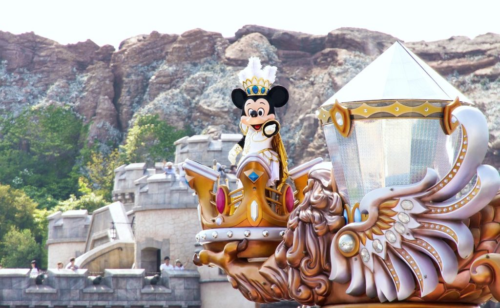 Minnie Mouse is on a float at Disneyland!