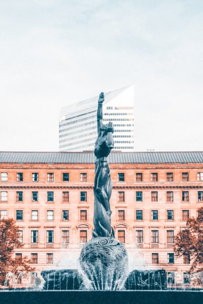 A statue reaching to the sky in Cleveland, Ohio. This article covers what to do when visiting Cleveland, Ohio.